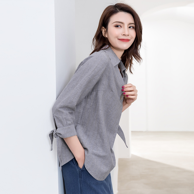 Dove Gray Linen Top with Faux Pearl Button Detail for Stylish Simplicity