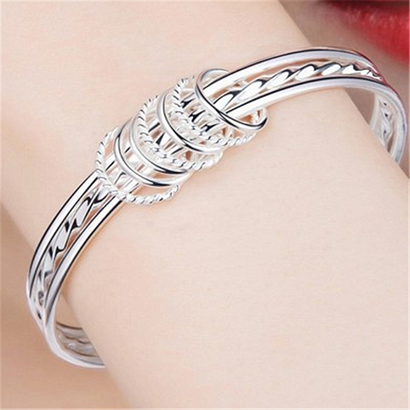 Gorgeous Round Silver Colored Bracelet for Fancy Parties