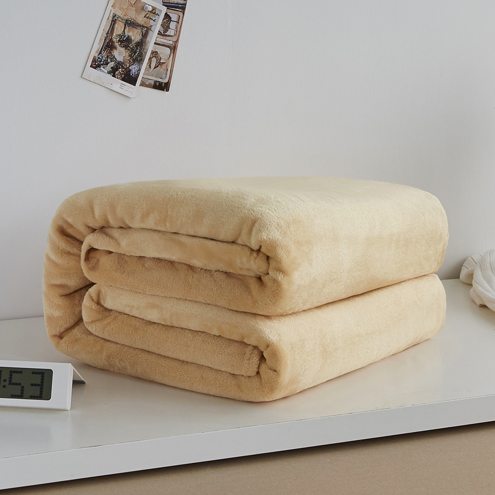 Thick and Soft Polyester Fiber Blanket for Extending Sleep Hours