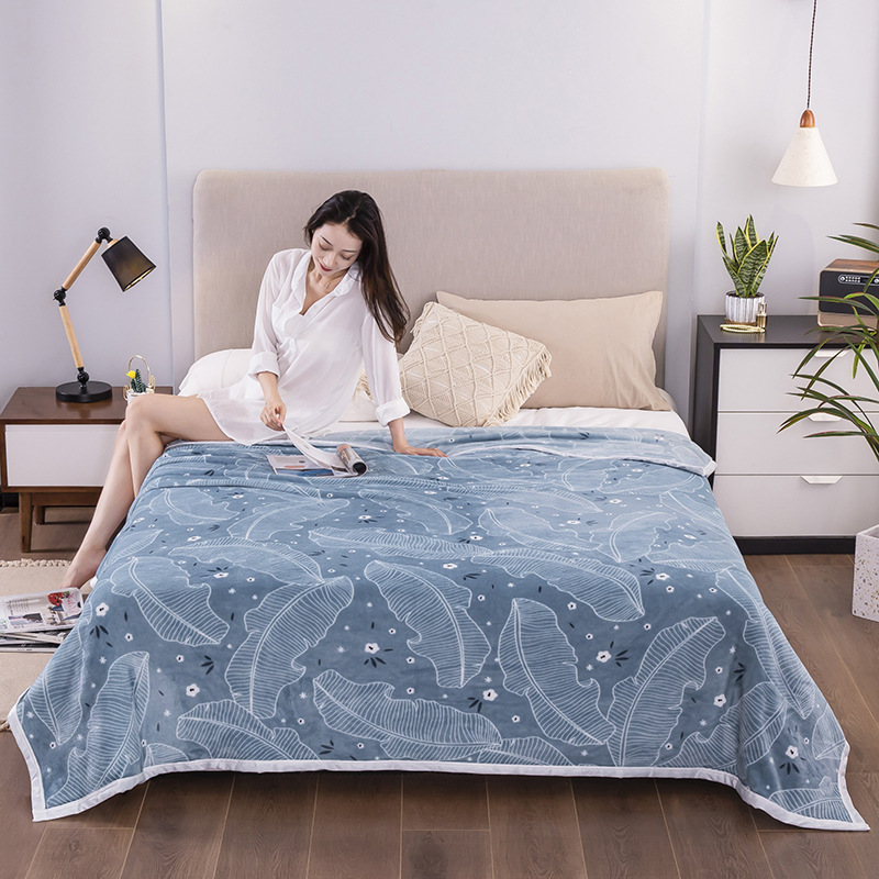 Fashionable Patterns Polyester Blanket for Stylish Homes