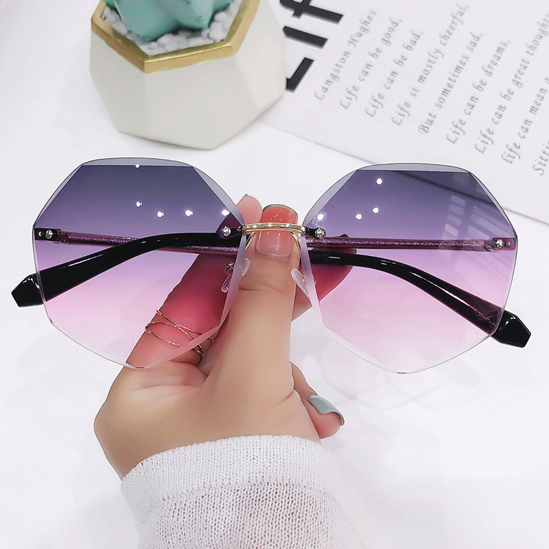 Trendy Heptagon Polycarbonate and Metal Sunglasses for Mall Shopping