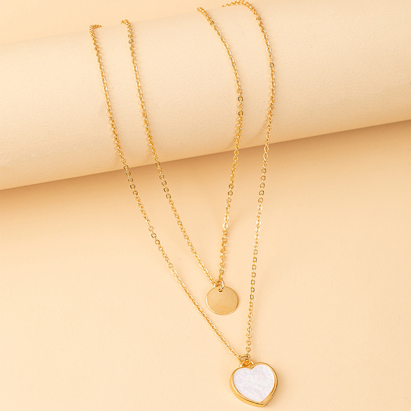 Simple Yet Elegant Necklace with Round and Heart-Shaped Pendant for Romantic Gift Giving