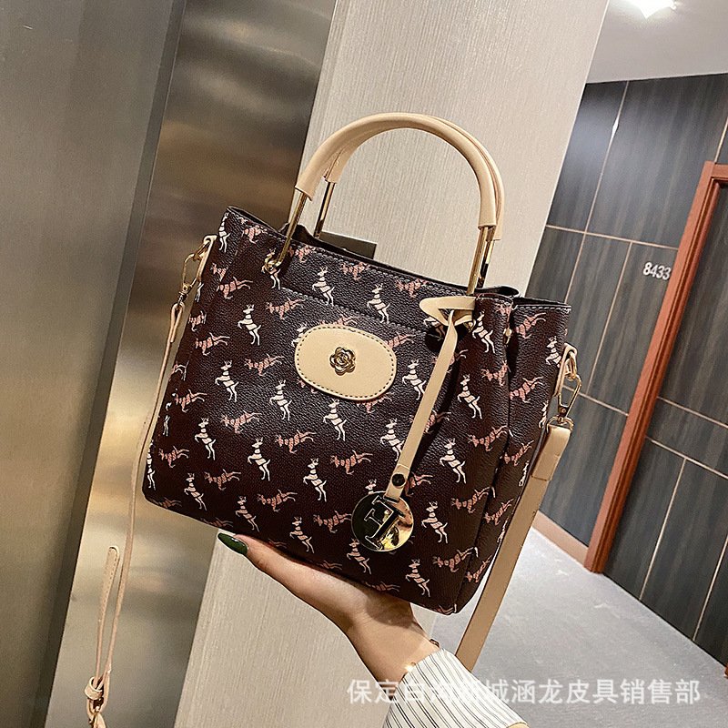 Classy Trendy Hand Bag for Travel and Office Leisure