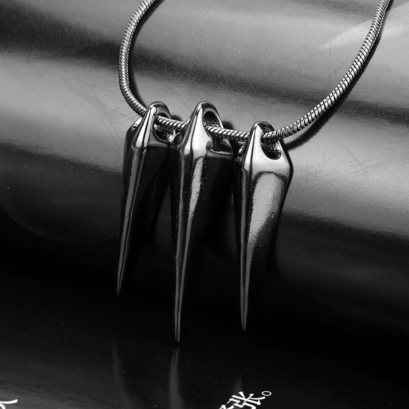 Triple Alloy Fang Pendant Necklace for Emo and Gothic Style Outfits