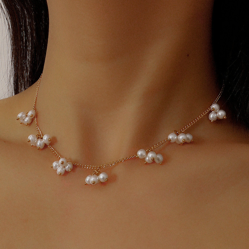 Round Faux Pearls Short Chain Necklace