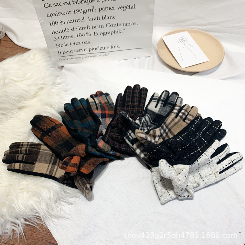 Fashionable Cashmere and Suede Plaid Pattern Gloves for Stylish Winter Ensembles