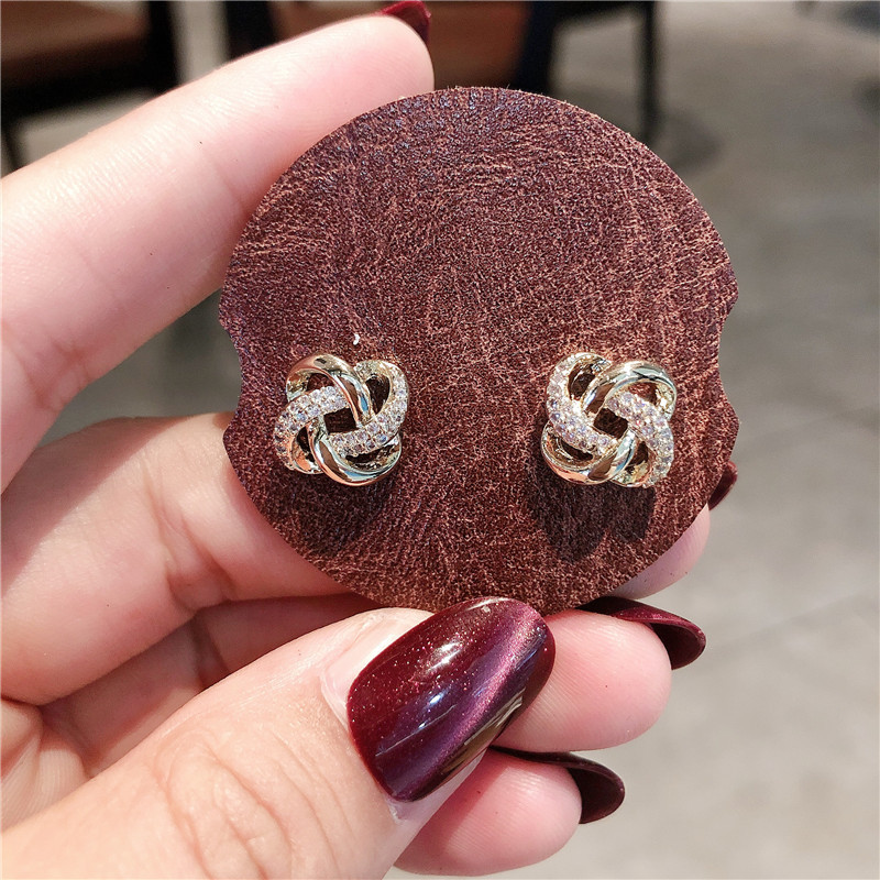 Endearing Clover Leaf Loops Stud Earrings for Classy Accessories