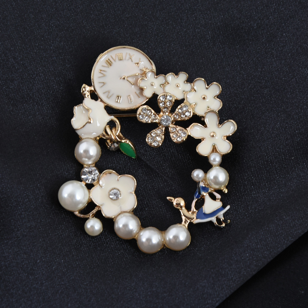 Romantic Fantasy Style Floral Pearl Clock Brooch for Stylish Collar Pin Design