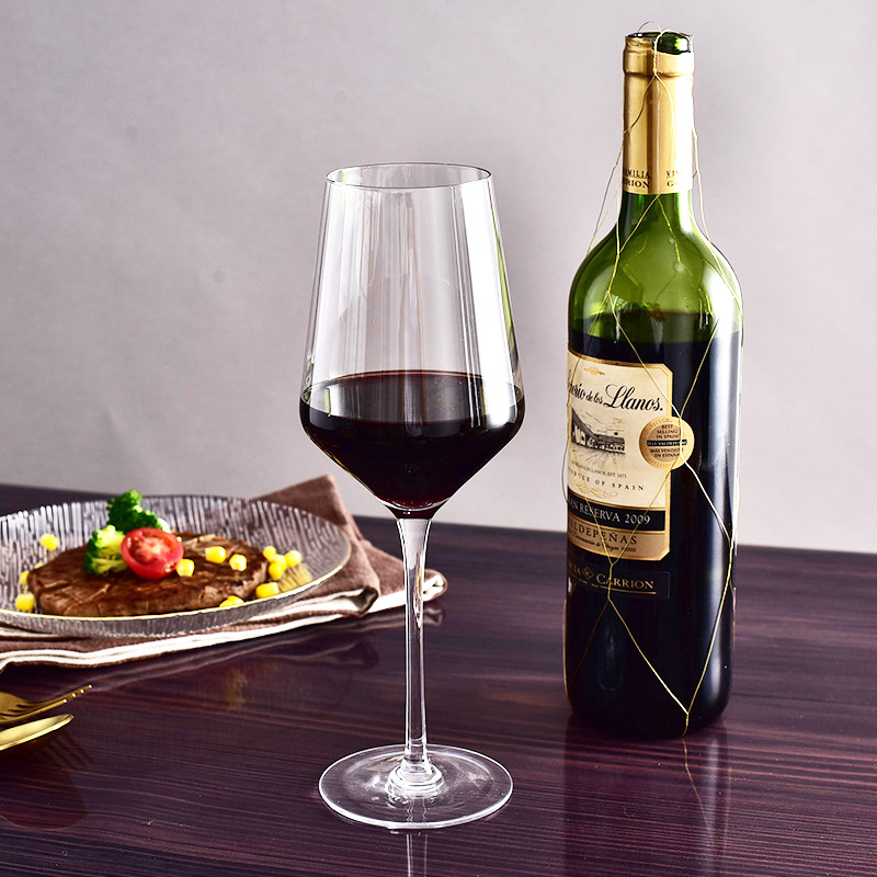 U-shaped Wine Decanter for Luscious Wines