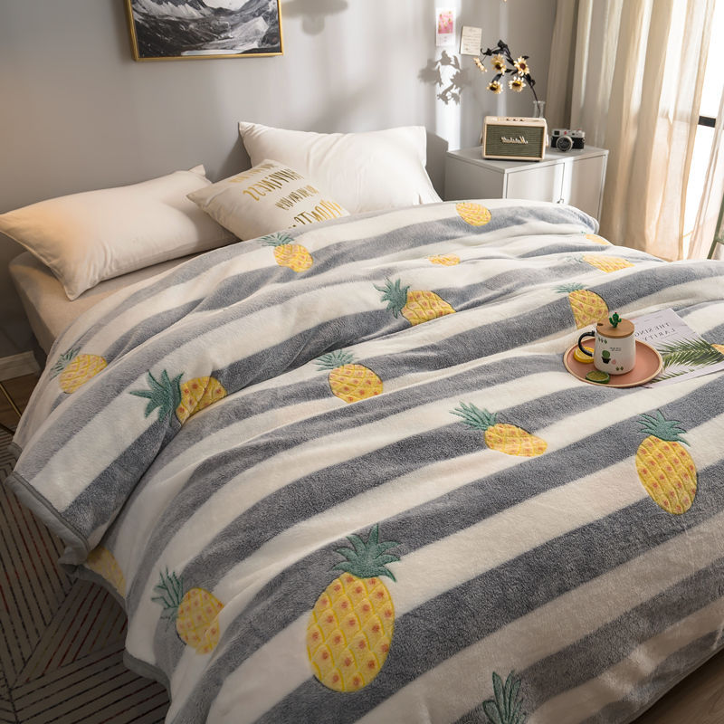 Thick Patterned Polyester Blankets for Cute Homes