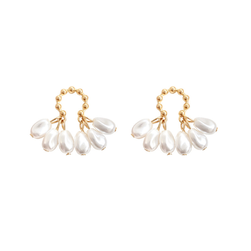 Unique and Luxurious Gold-Plated Earrings with Pearls for Going to Wedding Receptions