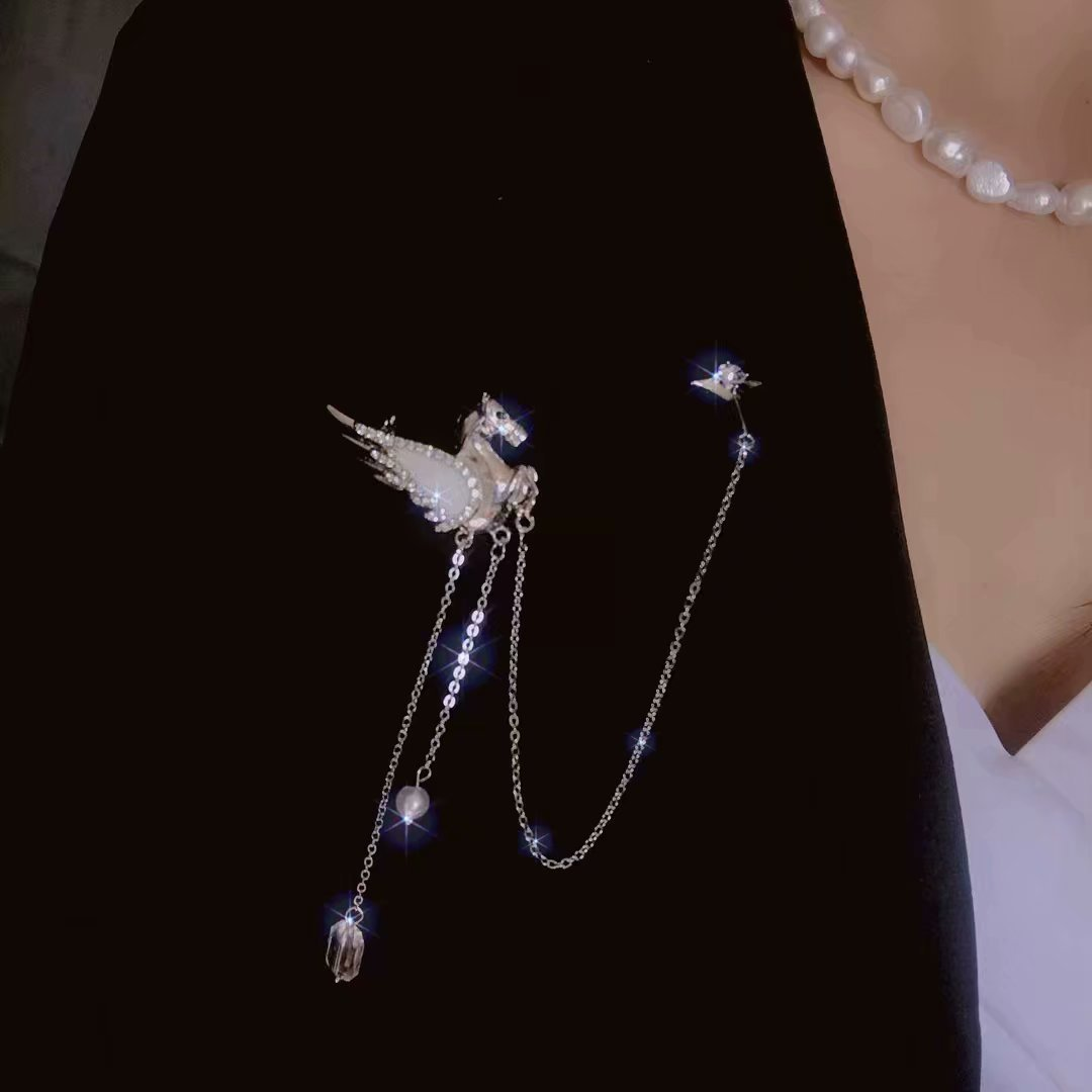 All Match Gleaming Pegasus Tassel Brooch for Unique Collar Pin