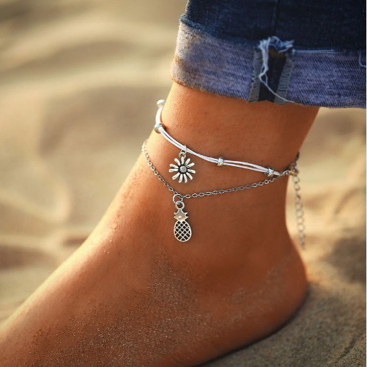 Cool and Simple Silver Anklet with Pendant for Nicer Getup