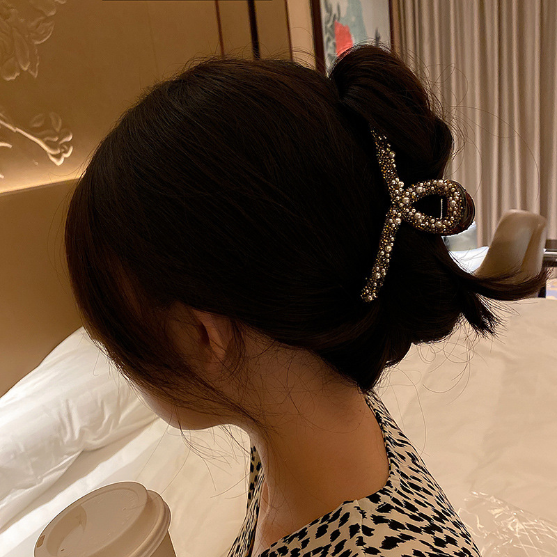 Alluring Aella Claw Clip with Detailed Pearl Beads for Easy Hair Updos