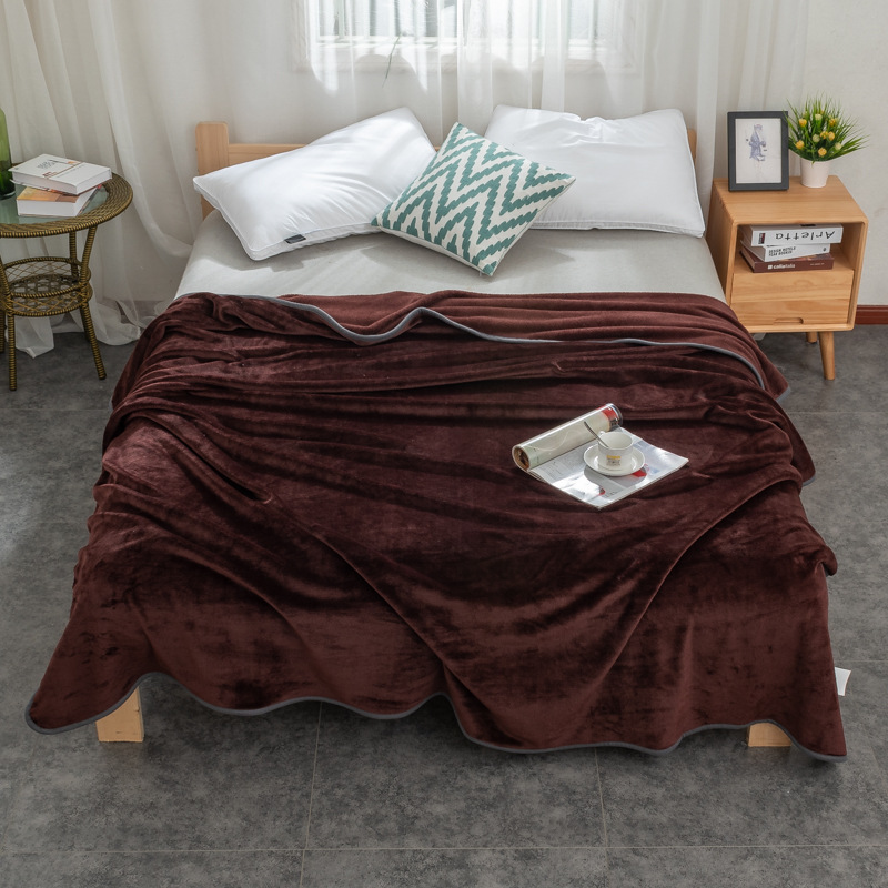 Colored Polyester Heavy Blanket for Warming You Up in the Winter Season