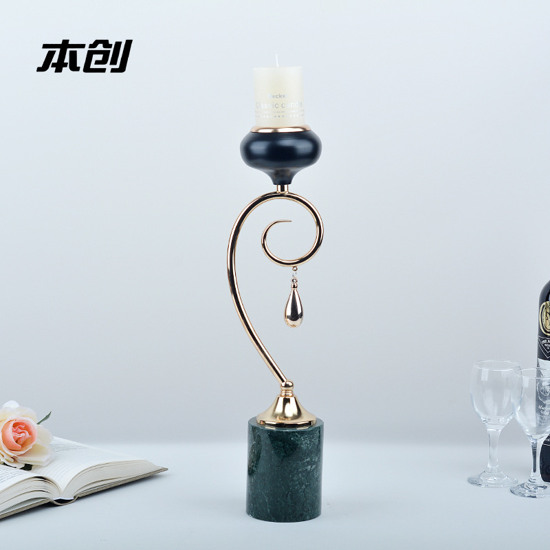 Luxurious Metal Candle Holder for Romantic Table Setting