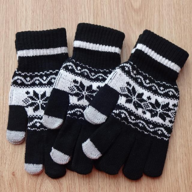 Traditional Full Finger Knitted-Gloves with Snowflakes Print for Snowfall Season