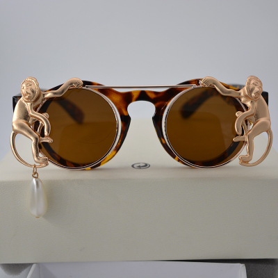 Exclusive Double-Layer Sunglass with Monkey Detail for Unique Fashion Accessory