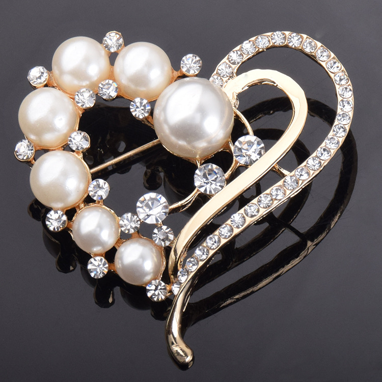 Classic Stylish Heart Shaped Pearl Brooch for Elegant Fashion Accessories