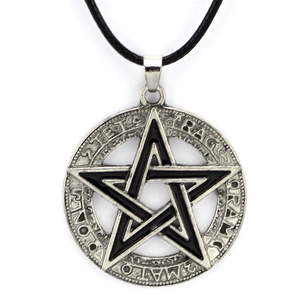 Alloy Pentagram Pendant with Round Frame Necklace for Stylish Denim Outfits