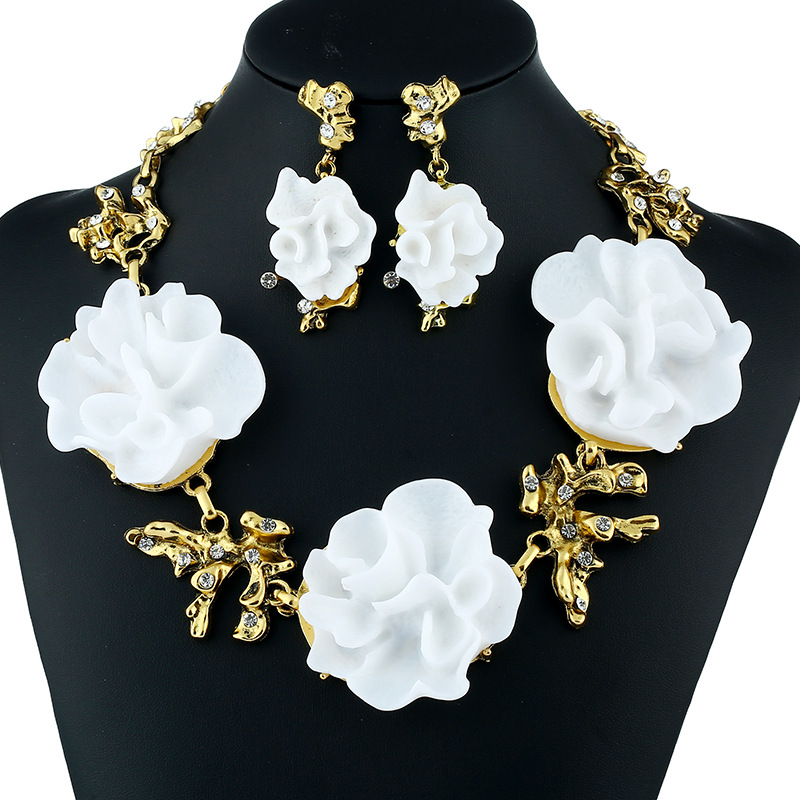 1-Pair/Set Major-Sized White Flower Jewelry for Avant-Garde Fashion Outfits
