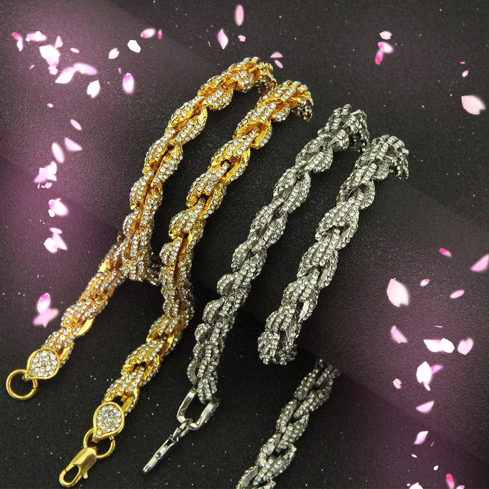 Shiny Chain Necklace for Formal Occasions