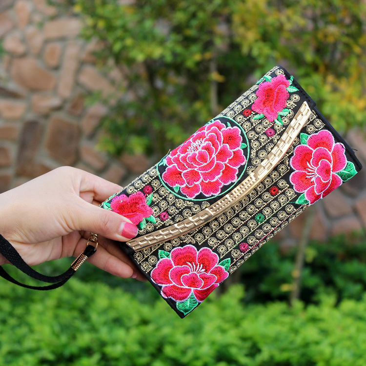 Retro Chic Floral Embroidered Wallet for Lunch Dates