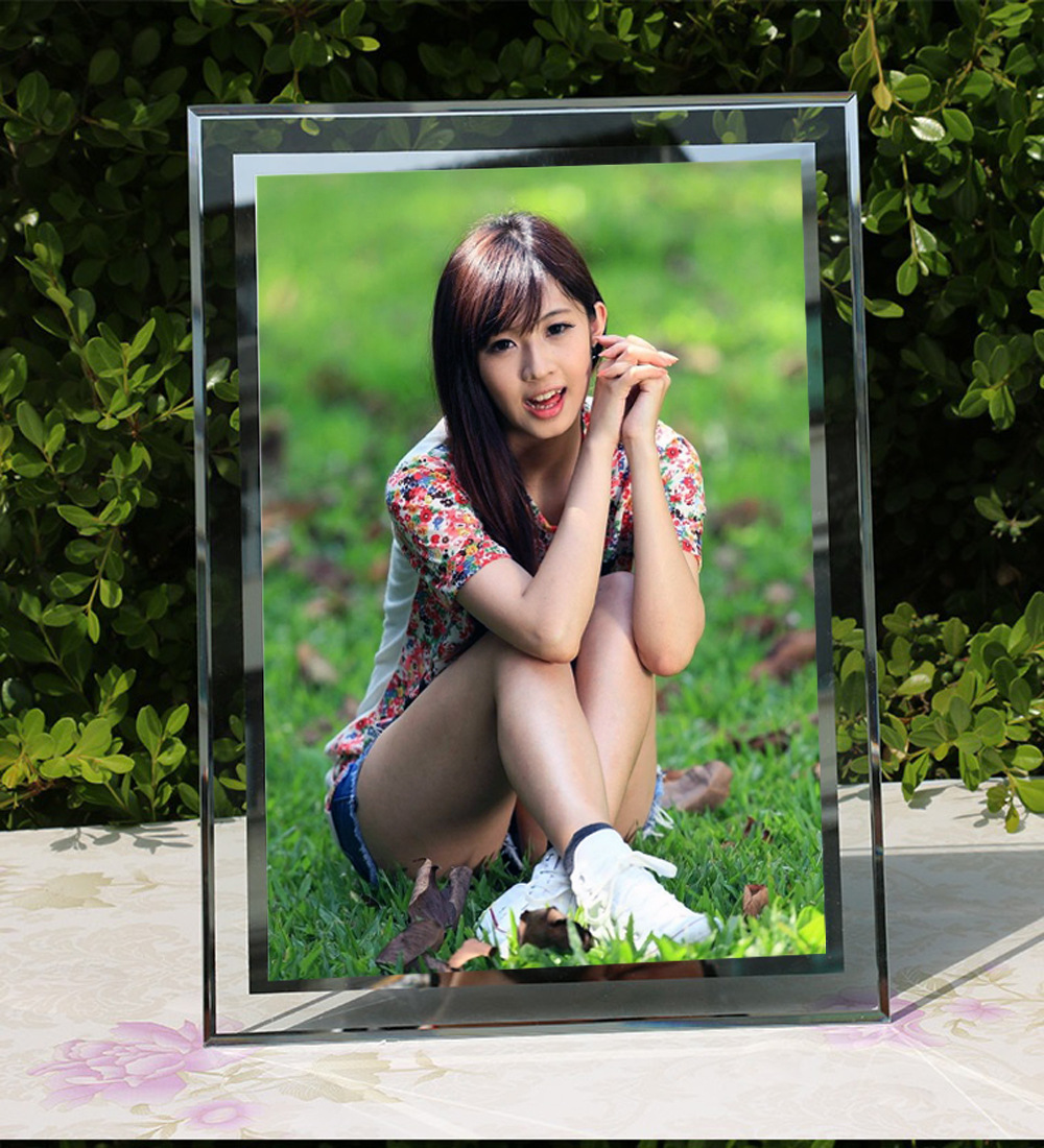 Silver Trim Glass Photo Frames for Displaying Pictures