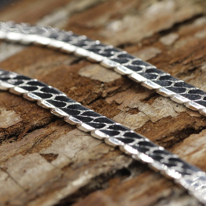Classic Herringbone Necklace for Simple Outfits