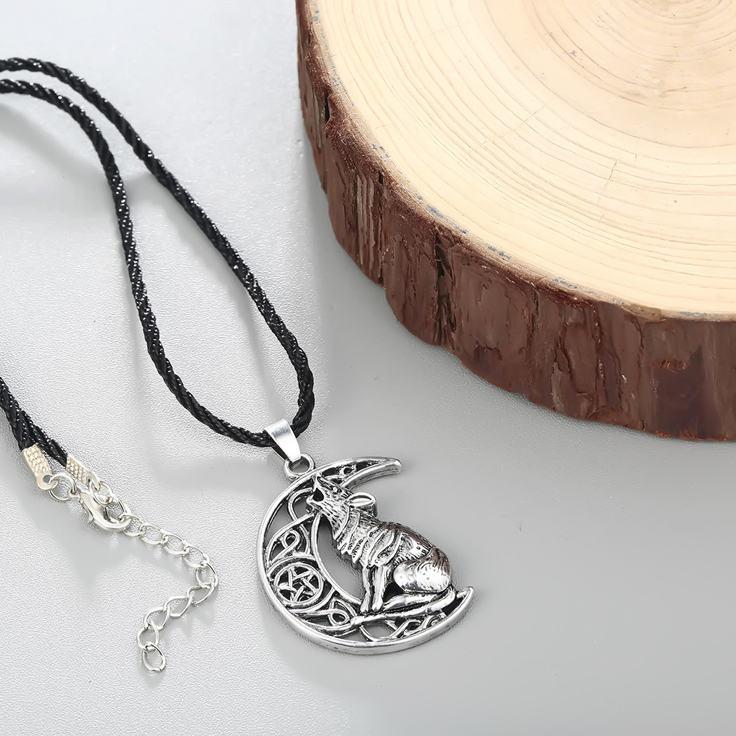 Retro Wolf Necklace for Rock and Roll Style