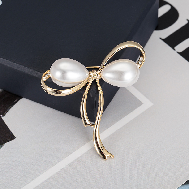 Delicate Pearl Bow-Knot Brooch for Minimalist Shawl Accessories