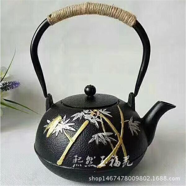 Aesthetic Iron Kettle Ornament for Decorating Your Table