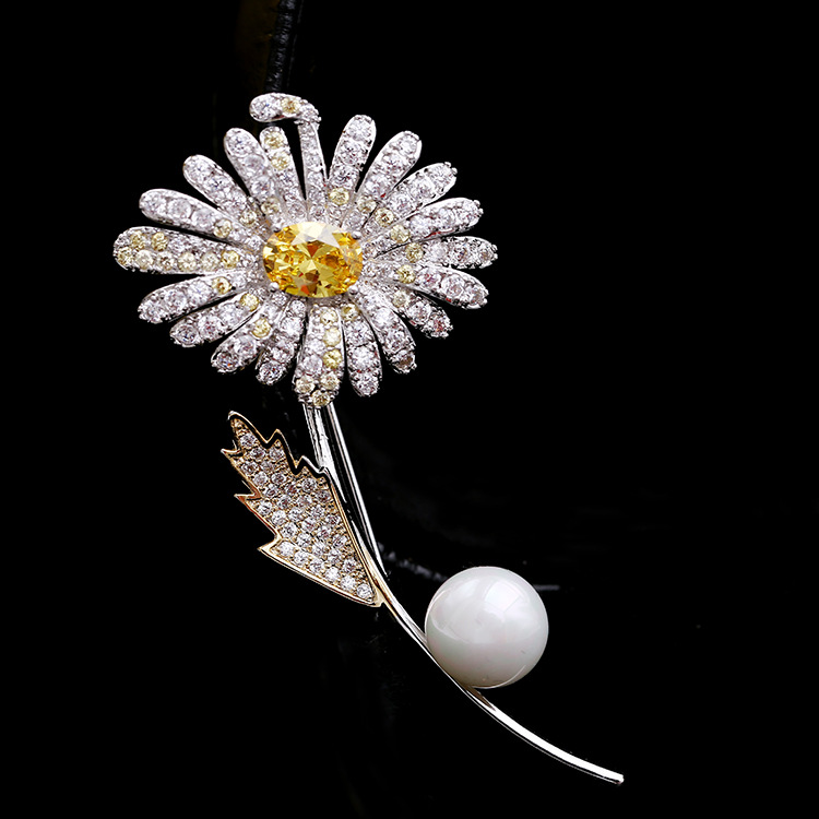 Daisy Brooch for Scarves and Sweaters