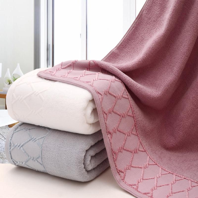 Thick Bath Towel with Minimal Diamond Pattern Design
