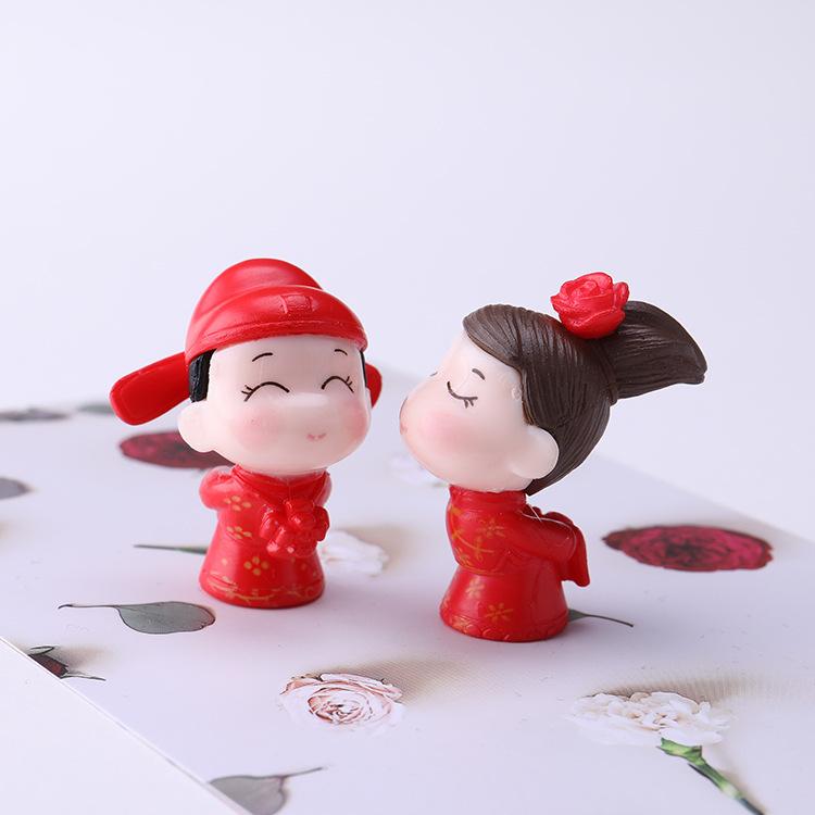 Asian-Inspired Kissy Couple Fridge Magnet for Wedding Gift Ideas