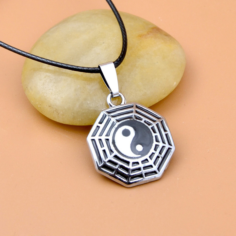 Asian-Inspired Yin and Yang Pendant Alloy Necklace for Casual Days