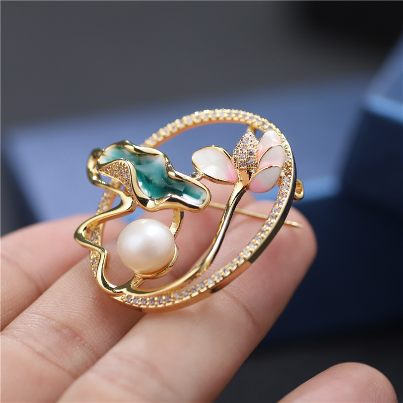 Simple but Classy Moon Light Lotus Diamond-Studded Brooch for Fancy Outfits