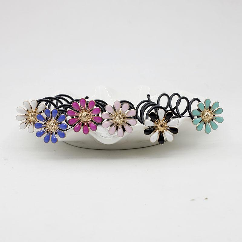 Colored Daisy Spiral Hair Clip