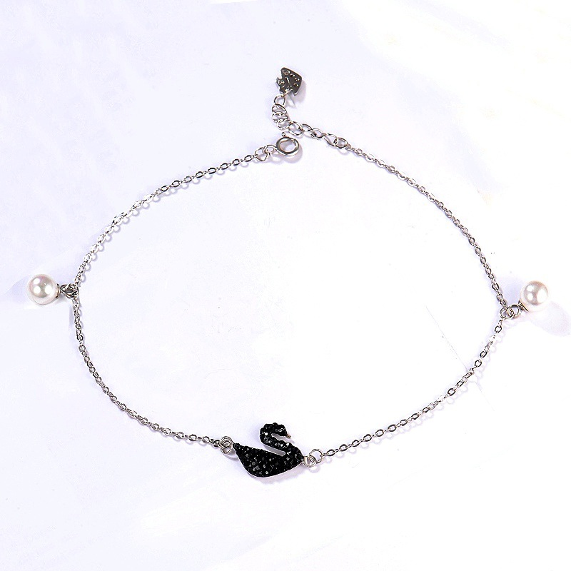 Simplistic Black Swan Pendant Anklet for Cropped Jeans