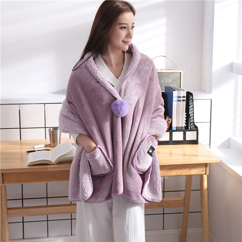Wearable Polyester Fiber Blanket with Pockets and Zipper for Convenient Naps