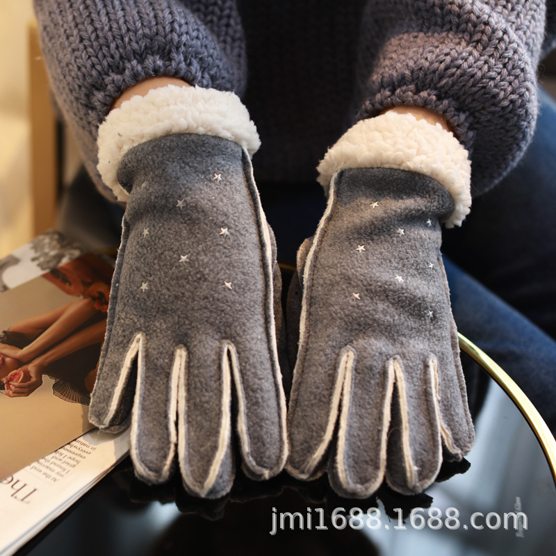Ultra-Soft Polyester Gloves for Keeping Your Hands Warm