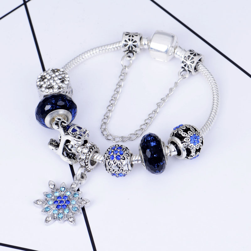 Charming Snowflakes Charm Bracelet for Pairing with Skirts