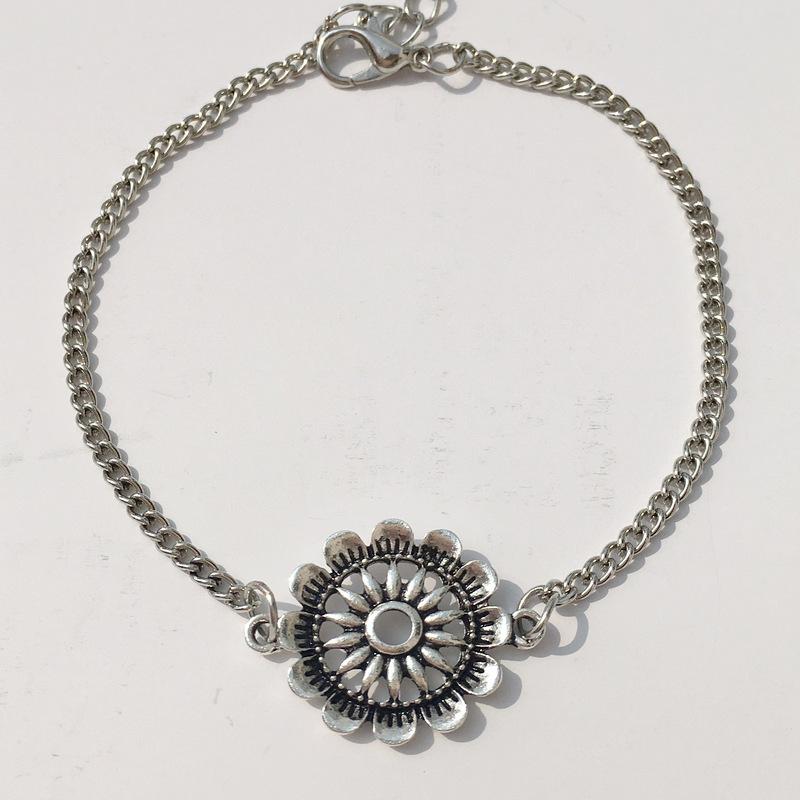 Intricate Flower Vintage Silver Anklet for Unisex Use