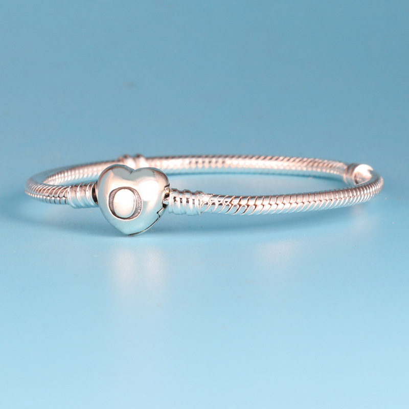Contemporary Heart Snake Chain Bracelet for Casual Wear
