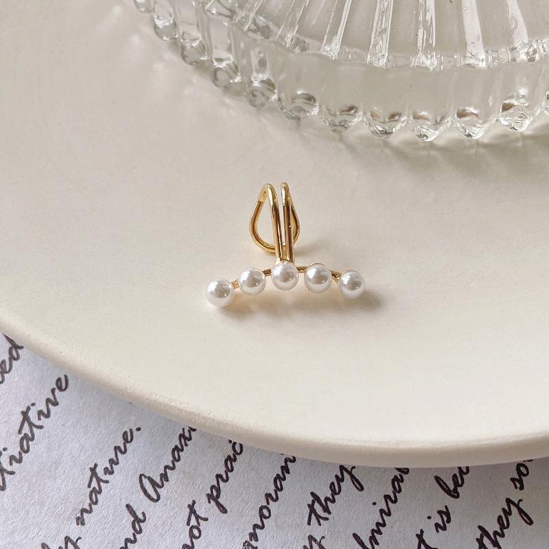 Minimalistic Pearl Ear Bone Clip for Fancy Dates