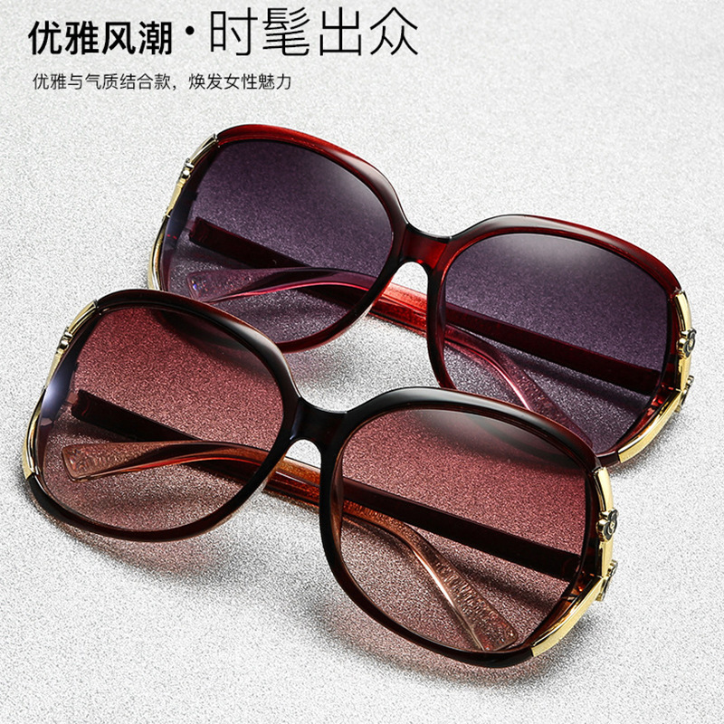 Fashionable Polycarbonate Sunglasses for Beach Adventures with Friends