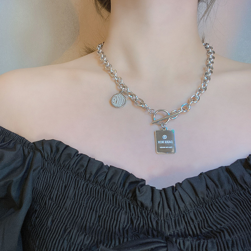 Gleaming Lock Pendant Clavicle Necklace for Gender-Neutral Use