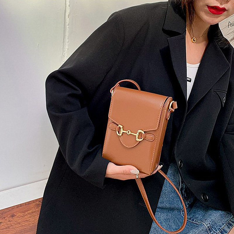 Fashionable Mobile Phone Bag for Chic Looks