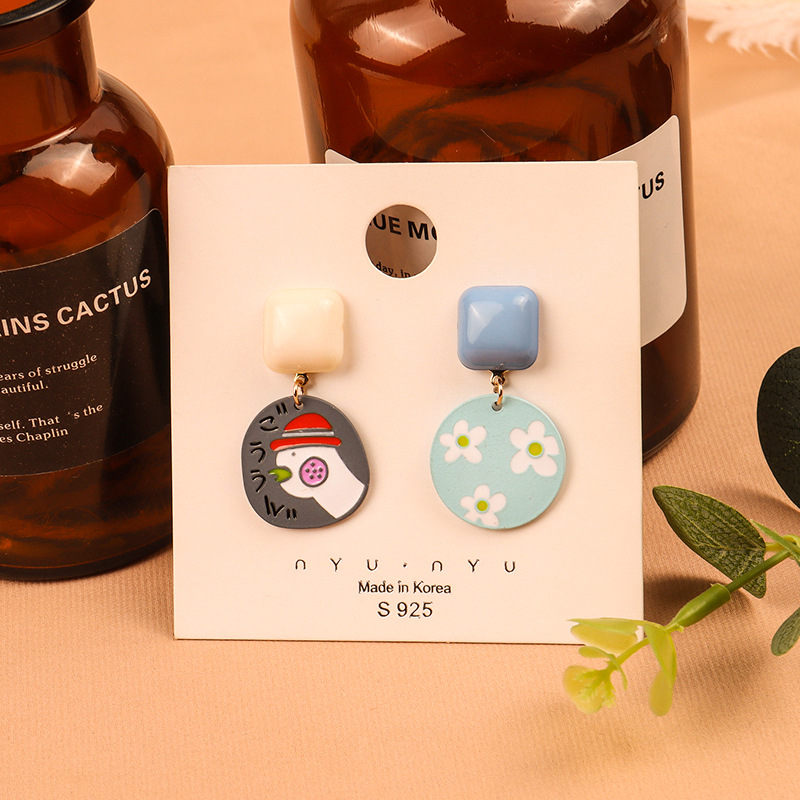 Iconic Adorable Design Alloy Dangling Earrings for Friends Hangout