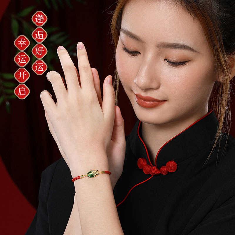 Elegant Color Contrast Green and Red Cicada Bracelet for Gifting